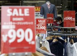 اقتنصْ العروض واشترِ الملابس في غير موسمها.. 7 طرق توفر لك الكثير من الأموال