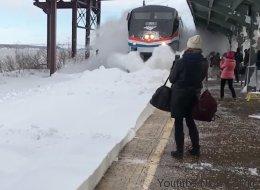 Tempête: ils n'auraient pas dû attendre le train si près des rails