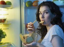 متى يكون الوقت متأخراً على تناول الطعام؟ تعرَّف على نتائجه على صحتك