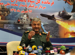 نائب إيراني ينتقد الحرس الثوري ويطالبه بالبقاء بعيداً عن السياسة