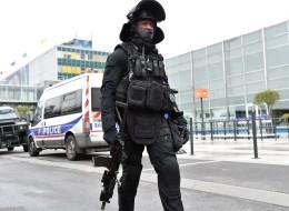 فرنسا تعلن أن المعتدي في مطار أورلي صاح خلال هجومه