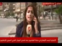 مذيعة مؤيِّدة لنظام الأسد تتعرَّض لموقفٍ محرج في بثٍّ مباشر.. شاهد كيف أحرجتها القذائف