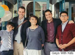 게이 부부는 세 남매를 입양하고 행복을 얻었다