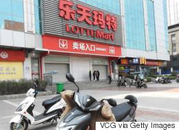 중국의 사드 보복으로 롯데는 한 달에 1천억 원의 손해를 입고 있다