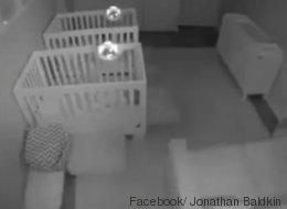 Die Eltern denken, dass im Kinderzimmer alles friedlich ist - doch die Überwachungskamera zeigt, was wirklich passiert