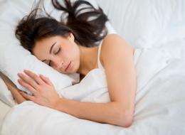 لسنا بحاجة للنوم 8 ساعات يومياً أو أخذ قيلولة في النهار..
