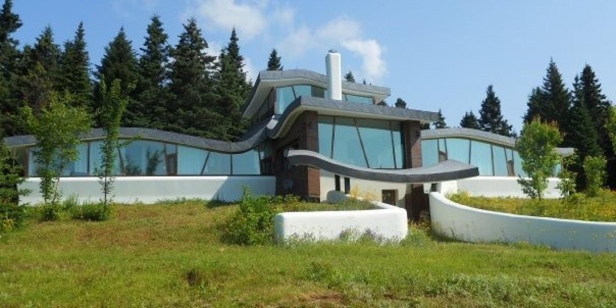 Une maison (ou un vaisseau spatial) à vendre au Mont Saint ...