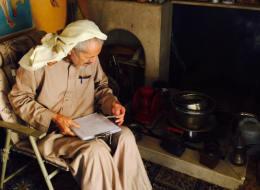 أديب سعودي اضطر لبيع مكتبته والسبب حاجته وخوفه من الموت .. وهذا ما اشتراه منه أمير سعودي!