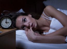 حتى في أفخم الأماكن المجهزة بكل سبل الراحة.. لهذا السبب نعاني عند النوم بالفنادق