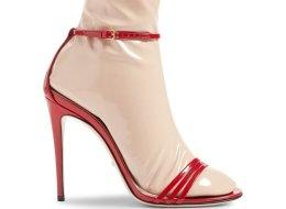 لا تسخر من ارتداء الصندل بالجوارب.. هذا أحدث تصميمات Gucci في عالم الأحذية
