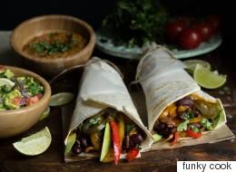 Μπουρίτος με λαχανικά και σάλτσα καλαμποκιού με ταχίνι