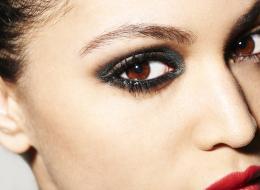 عيونك ضيقة؟.. شاهدي كيف يمكن للمكياج تكبير عينيك بخدعة بسيطة