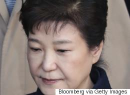 검찰이 박근혜 구속영장을 청구했다