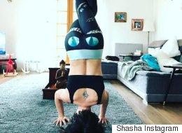 Natasha St-Pier est une véritable maman yogi