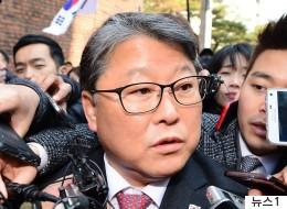 조원진 등 77명의 국회의원이 박근혜를 위한 청원서를 냈다