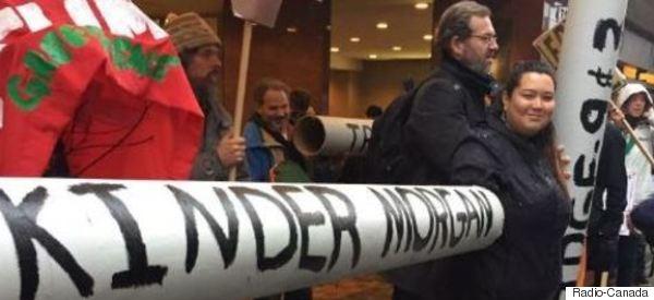 Des militants écologistes manifestent au centre-ville