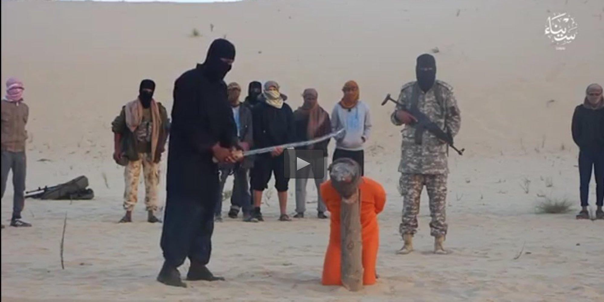 داعش يبثُّ فيديو لإعدام رجلين في سيناء بتهمة ممارسة السحر والكهانة