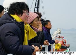 세월호 선체조사위원들이 팽목항에 도착했다