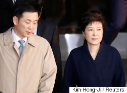박근혜는 변호인 없이 혼자 '결백'을 입증해야 한다