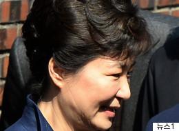 박근혜, 취재진 질문에 답 없이 법원 들어갔다