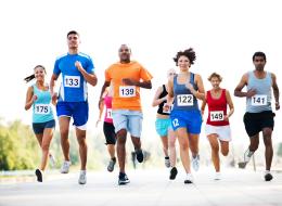 العلماء يحذرون الرياضيين: سباقات الماراثون ضارة بالصحة