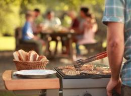 استعد للاحتفال.. 4 أدوات مذهلة تساعدك على الاستمتاع أكثر بحفلة الشواء