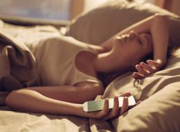 حمام دافئ يساعد على النوم وموجات الهاتف تعكر صفوه: خرافات صدقناها!