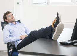 استرخ واطمئن.. الأذكياء هم الأكثر كسلاً ويقضون معظم أوقاتهم في النوم.. إليك السبب العلمي