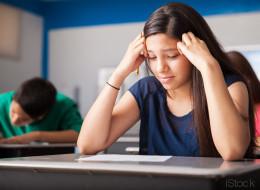 Viele behaupten, die Schule werde immer einfacher - das sagt eine Neuntklässlerin dazu