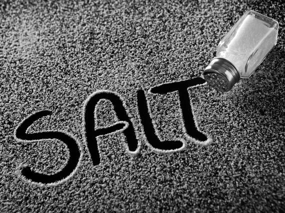 لماذا يضيفون اليود الطعام؟ تعرف o-SALT-570.jpg?1