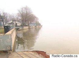 La pluie provoque des inondations le long du fleuve Saint-Laurent