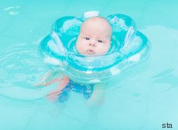 Experten warnen vor Schwimmhilfen für Babys: Auf diesen gefährlichen Trend sollten Eltern verzichten