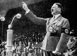 هتلر منع أبناء جيرانه من اللعب في الشارع في عالمه