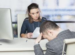 حماستك الزائدة أو مصافحتك الباردة.. 8 سلوكيات تُفشِلك في مقابلة العمل الأولى