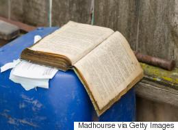 15.000 ευρώ κι ένα βιβλίο στα σκουπίδια