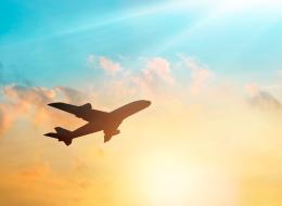 لماذا تتميز المقاعد المجاورة للنوافذ بالبرودة؟ 7 نصائح لتستمتع برحلة طيرانٍ رائعة