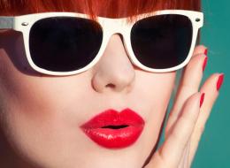 النفخ لم يعد رائجاً.. بالصور موضة جديدة لتصغير الشفاه تغزو سوق عمليات التجميل