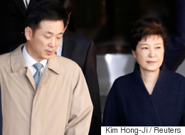 재판 1주 앞둔 박근혜가 변호사를 수소문하고 있다