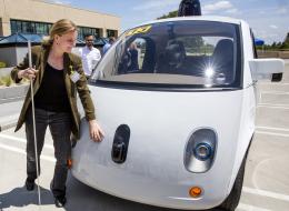 500 سيارة ذاتية القيادة تبدأ مهامها في نقل مئات الأسر.. لكن لماذا وضعت الشركة شخصاً خلف كل عربة؟