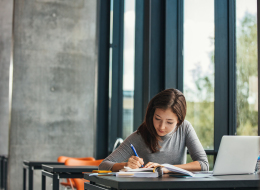 لا داعي لضبط المنبه.. دراسة تكشف الوقت الأنسب لتحصيل المواد في موسم الامتحانات؟