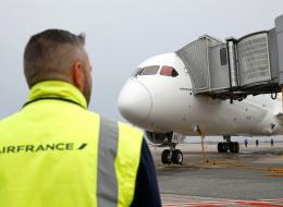 فرنسا تعوض عائلة بعد فشل الشرطة في منع ابنتها من السفر لسوريا