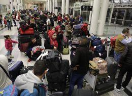 يدفعون ثمن وثائقهم.. اللاجئون السوريون يحتاجون لشراء وثائق سفرهم من حكومة الأسد