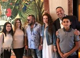 بالصور.. ملك المغرب يظهر على شاطئ ميامي الأميركية رفقة أسرته.. وهذا هو السبب