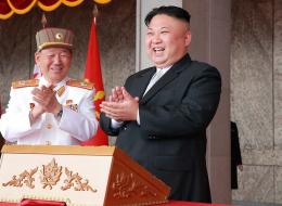 نادٍ أوروبي تعاقد مع لاعب كوري شمالي فكسب محبة كيم جونغ.. فما الفريق الذي يشجعه زعيم الدولة النووية؟