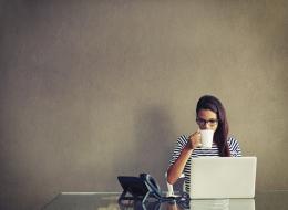 نصيحة للموظفين المنهكين في العمل.. هذه الطريقة تمنحكم النشاط الذي تبحثون عنه أفضل من القهوة