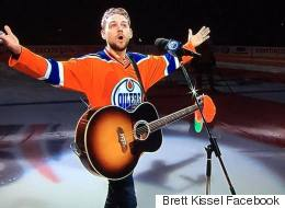 18,000 Edmonton Oilers Fans Step Up To Sing U.S. Anthem. NBD.