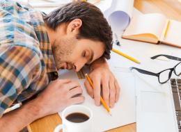 تنام 8 ساعات يومياً لكنك تشعر بالتعب عند الاستيقاظ؟.. راجع هذه الأسباب