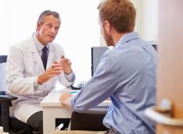 مصير المرض والآثار الجانبية للدواء.. 7 أخطاء نرتكبها عند زيارة الطبيب