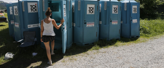 WOMAN MOBILE TOILET