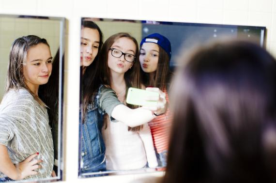 bathroom girls selfie